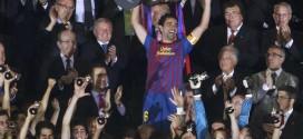 Xavi levantando la Copa del Rey