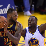 Draymond Green defendiendo a LeBron James