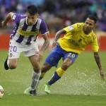 Valladolid y Las Palmas empataron a uno en un partido pasado por agua