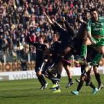 Los jugadores de la Juve celebran la victoria en Carpi