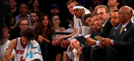 Carmelo Anthony en el banquillo