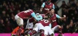 los jugadores del west ham celebran un gol