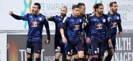 Jugadores Apollon celebrando gol
