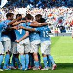 Jugadores Malmö celebran gol