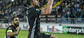 Jugadores Qarabag celebrando gol