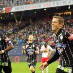 Jugadores Sturm Graz celebran gol