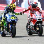 Rossi y Dovizioso saludándose al acabar la carrera