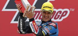Aaron Canet celebrando su victória en el GP de Holanda