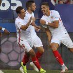 André Silva, Ben Yedder y Sarabia celebrando un gol
