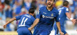 Jorge Molina celebrando un gol