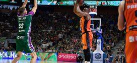 valencia basket y unicaja malaga en el martin carpena en el playoff de liga endesa